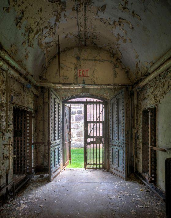 prison_in_philadelphia_01